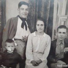 Fotografía antigua: ANTIGUA TARJETA POSTAL FOTOGRAFICA ARTISTICA FAMILIA VALENCIANA EPOCA PRINCIPIO DE SIGLO. Lote 195338212