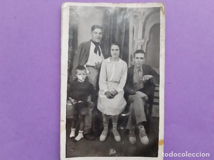 Fotografía antigua: ANTIGUA TARJETA POSTAL FOTOGRAFICA ARTISTICA FAMILIA VALENCIANA EPOCA PRINCIPIO DE SIGLO - Foto 3 - 195338212