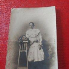 Fotografía antigua: CHICO VESTIDO DE CHICA. Lote 195404133