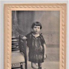 Fotografía antigua: FOTOGRAFÍA DE UN NIÑO O NIÑA - FOTÓGRAFO ALFREDO TORRES (ALICANTE) FECHADA 1922. Lote 203222656