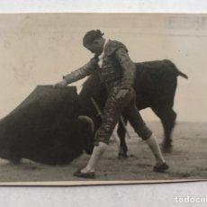 Fotografía antigua: LA GLORIETA, PLAZA DE TOROS DE SALAMANCA. TARDE GLORIOSA, TORERO ANÓNIMO. FOTO EMILIANO (H.1940?). Lote 207093327