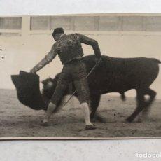 Fotografía antigua: LA GLORIETA, PLAZA DE TOROS DE SALAMANCA. TARDE GLORIOSA, TORERO ANÓNIMO. FOTO EMILIANO (H.1940?). Lote 207093493