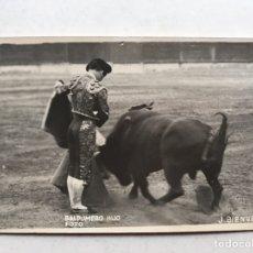 Fotografía antigua: TORERO, JUAN BIENVENIDA, ARTE Y FIGURA. FOTOGRAFÍA ORIGINAL (H.1940?) FOTO, BALDOMERO, HIJO. Lote 207098796