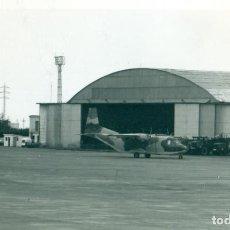Fotografía antigua: TENERIFE AEROPUERTO LOS RODEOS. AVIOCAR.1977. TAMAÑO POSTAL.. Lote 207111046