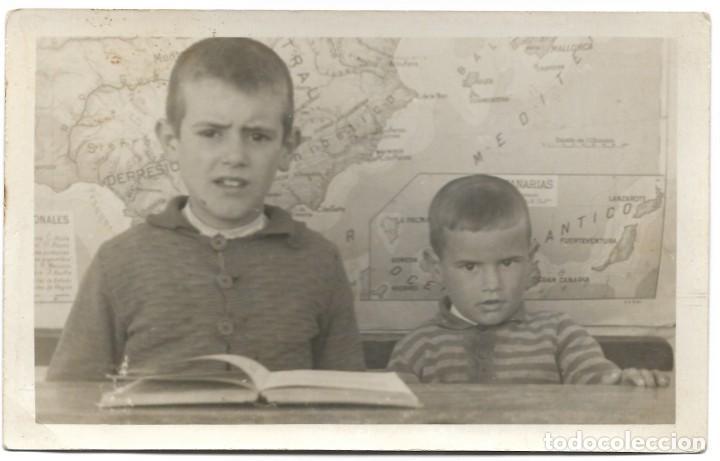 DOS NIÑOS EN LA ESCUELA - FOTOS AURE - TOMELLOSO (CIUDAD REAL) (Fotografía Antigua - Tarjeta Postal)