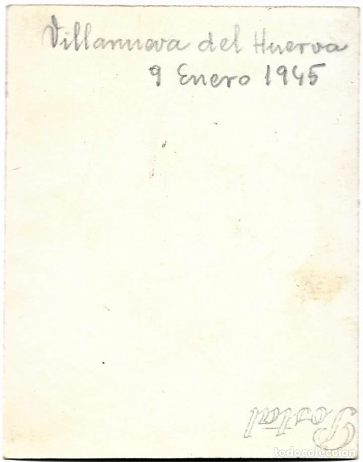 Fotografía antigua: GRUPO ESCOLAR DE VILLANUEVA DEL HUERVA (ZARAGOZA) DEL 9 ENERO 1945 - TAMAÑO 6 X 8 CM - Foto 2 - 211395591