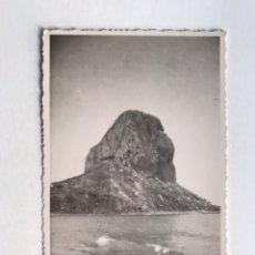 Fotografia antiga: PEÑÓN DE IFACH CALPE, FOTOGRAFÍA ORÍGINAL DEL PEÑÓN..., ANPLIACIONES CASA MARIN (H.1950?). Lote 211655458