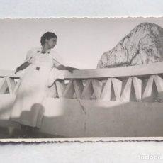 Fotografia antiga: PARADOR NACIONAL DE CALPE, FRENTE AL PEÑÓN. FOTOGRAFÍA, AMPLIACIONES CASA MARIN (H.1950?). Lote 211655973