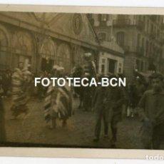Fotografía antigua: FOTO ORIGINAL CABALGATA CAMELLO ELEFANTE MERCADO AÑOS 20/30 POSIBLEMENTE BARCELONA. Lote 212771227