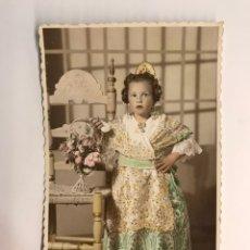 Fotografia antica: FALLAS, VALENCIA. FOTOGRAFÍA ILUMINADA. AMPARIN VESTIDA DE FALLERA A LOS 5 AÑOS (H.1944?). Lote 218344132