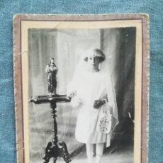 Fotografía antigua: ANTIGUA FOTOGRAFÍA NIÑA DE PRIMERA COMUNIÓN - UNIÓN POSTAL UNIVERSAL. Lote 218832587