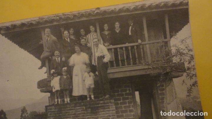 Fotografía antigua: ANTIGUA FOTOGRAFIA FAMILIAR.HORREO.CILLERO ASTURIAS.AÑOS 30? - Foto 2 - 221513347