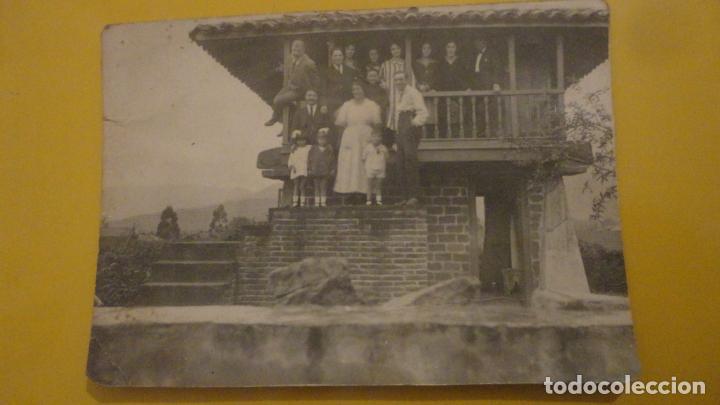ANTIGUA FOTOGRAFIA FAMILIAR.HORREO.CILLERO ASTURIAS.AÑOS 30? (Fotografía Antigua - Tarjeta Postal)