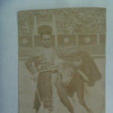 Fotografía antigua: MINUTERO DE FOTOGRAFO DE FERIA : SEÑOR EN DECORADO DE TORERO Y TORO, PRINCIPIOS DE SIGLO. Lote 221713123
