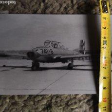 Fotografía antigua: FOTOGRAFÍA DE AVIÓN SAETA E14 AÑOS 50. Lote 221903581