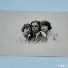 Fotografía antigua: FOTO ANTIGUA RETRATO DE TRES (3519). Lote 221906465