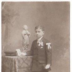 Fotografía antigua: DERREY, VALENCIA. NIÑO DE COMUNIÓN CON NIÑO JESÚS Y GORRA MILITAR. AÑO 1911 AA. Lote 226217740