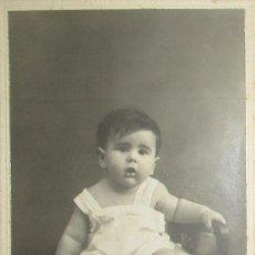 Fotografía antigua: FOTOGRAFÍA DE UN NIÑO DE LOS AÑOS 20. TARJETA POSTAL DE FOTO-SALÓN JAIME, GIJÓN.. Lote 234977780