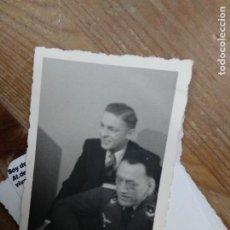 Fotografía antigua: FOTOGRAFÍA ANTIGUA SOLDADO ALEMÁN CON ÁGUILA NAZI. PAPEL-86. Lote 236510170