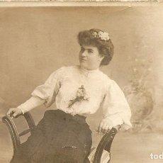 Fotografía antigua: ANTIGUA SEÑORA O SEÑORITA POSANDO - TARJETA POSTAL - CELEDONIO PEREZ - AÑO 1906 - 13.8 X 8.7 CM.. Lote 237982170