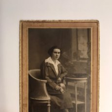 Photographie ancienne: GARAY FOTÓGRAFO, BILBAO. RETRATO SEÑORITA VESTIDA DE DOMINGO ... (H.1940?). Lote 241812975