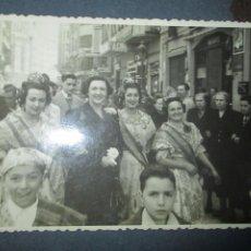 Fotografía antigua: FALLERAS CALLES DE VALENCIA FALLAS FIESTAS DE SAN JOSE 1949 FOTO TARJETA POSTAL. Lote 242937990