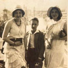 Fotografía antigua: FOTOGRAFÍA ANTIGUA. LA BARCELONA PLURAL Y ABIERTA. VALENCIANOS EN MONTJUIC (H.1930?). Lote 244787935