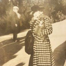 Fotografía antigua: VALENCIA FOTOGRAFÍA ANTIGUA. JARDINES DE VIVEROS LA SEÑORA DEL CHI HUA HUA (H.1930?). Lote 244788130