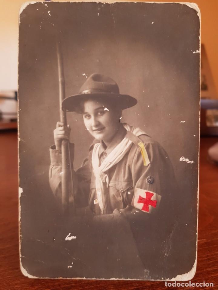 ANTIGUA FOTOGRAFIA TARJETA POSTAL BOY SCOUT EXPLORADOR EXPLORADORES CHICA CRUZ ROJA (Fotografía Antigua - Tarjeta Postal)