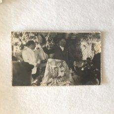 Fotografía antigua: ANTIGUA FOTOGRAFÍA FOTOPOSTAL - FERIA DE ABRIL SEVILLA - CASETA CRUZ BORGOÑA - ESVÁSTICA NAZI. Lote 254258150