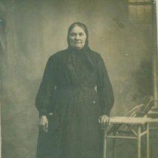 Fotografía antigua: HUESCA. GRAUS. ANCIANA. HACIA 1920. FOTO AGUILAR. TAMAÑO POSTAL.. Lote 257794355