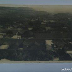Fotografía antigua: FOTO DE UNA LOCALIDAD DESCONOCIDA, TEJADOS DE ALGUN EDIFICIO MONUMENTAL. Lote 261588025