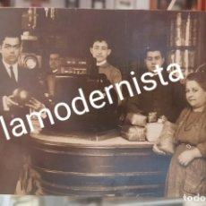 Fotografía antigua: ANTIGUA FOTOGRAFIA COMERCIO TIENDA COMESTIBLES ULTRAMARINOS CORDOBA ?. Lote 261781585