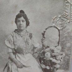 Fotografía antigua: FOTOGRAFÍA TARJETA POSTAL DERREY VALENCIA-FALLERA- SELLADA EN SECO. Lote 262073660
