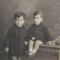 Fotografía antigua: FOTOGRAFÍA TARJETA POSTAL GILARDI VALENCIA-HERMANOS- 1929 SELLADA. Lote 262075505