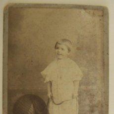 Fotografía antigua: ANTIGUA FOTO POSTAL DE UN NIÑO FOTO DERREY VALENCIA 1908. Lote 265148294