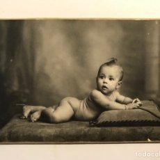 Fotografia antiga: J. DERREY, FOTÓGRAFO VALENCIA. RETRATO DE ESTUDIO LA NIÑA REMEDIN.. A LOS 7 MESES (A.1923). Lote 267850664