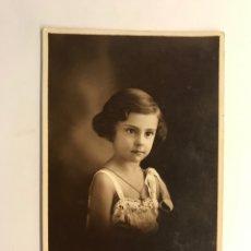 Fotografia antiga: J. DERREY, FOTÓGRAFO VALENCIA. RETRATO DE ESTUDIO LA NIÑA HORTENSIN A LOS 3 AÑOS (A.1934). Lote 267850684