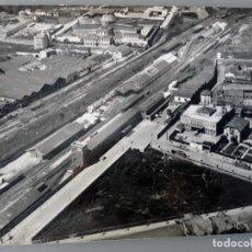 Fotografía antigua: FOTOGRAFÍA AÉREA DE OVIEDO A PRINCIPIOS DE LOS AÑOS 60. Lote 268900639