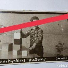 Fotografia antica: ANTIGUA FOTOGRAFÍA POSTAL.CORNELLÁ DE LLOBREGAT BARCELONA.ALUMNO.ESCUELA MUNICIPAL MAS COMIS.1935.. Lote 270981693