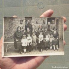 Fotografía antigua: ANTIGUA FOTOGRAFIA POSTAL DE MILITARES O GUARDIAS CIVILES CON SUS ESPOSAS , POSIBLEMENTE EN DENIA ?. Lote 274019948