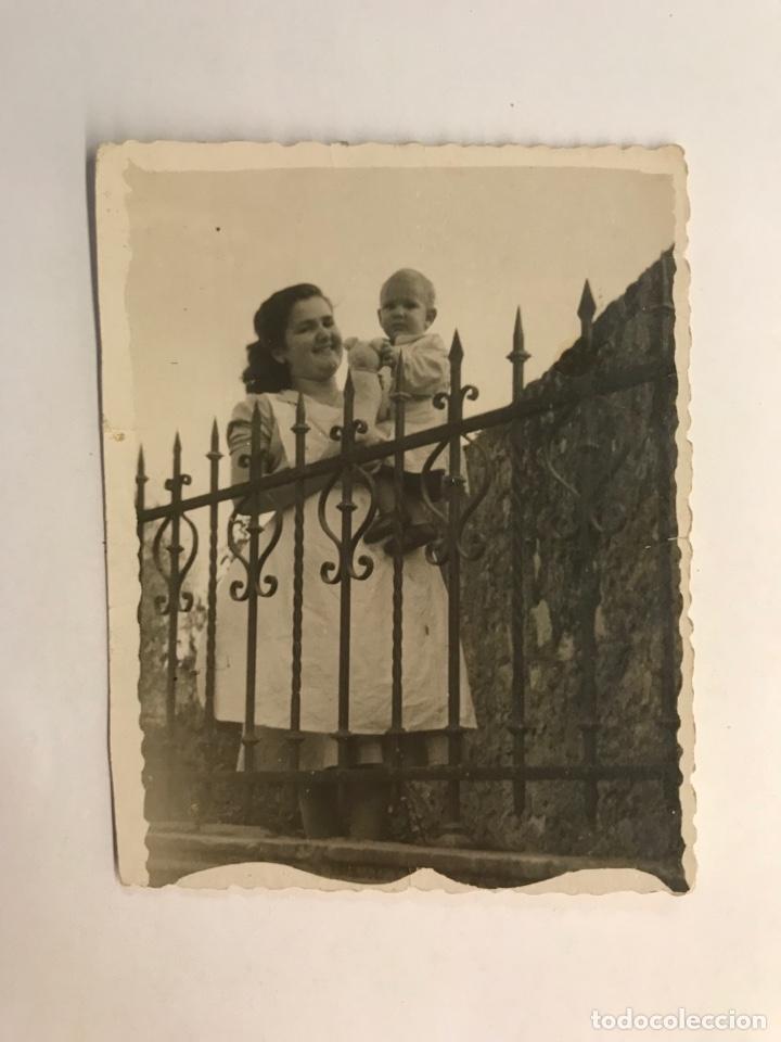 GIJON (ASTÚRIAS) FOTOGRAFIA DEL AYA CON SU BEBE.. LA CUIDADORA DE NIÑOS (VERANO DE 1948) (Fotografía Antigua - Tarjeta Postal)
