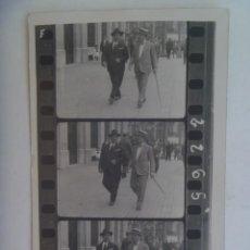 Fotografía antigua: LOTE 3 MINUTEROS DE FOTOGRAFO CALLEJERO SECUENCIADOS DE HOMBRES PASEANDO. AÑOS 20. Lote 277274878