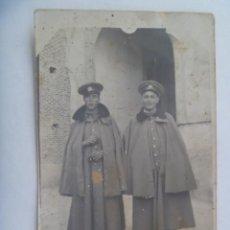 Fotografía antigua: MINUTERO DE FOTOGRAFO CALLEJERO DE MILITARES DE CABALLERIA CON ABRIGO Y CAPA, AÑOS 20. Lote 277300438