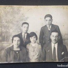 Fotografía antigua: FOTOGRAFIA ANTIGUA FAMILIA FOTO ESTUDIO 12 X 8 CM. ROTOPHOT MADRID CALLE CARRETAS. Lote 287904603