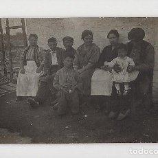 Fotografía antigua: FOTO EN FAMILIA. Lote 288096643