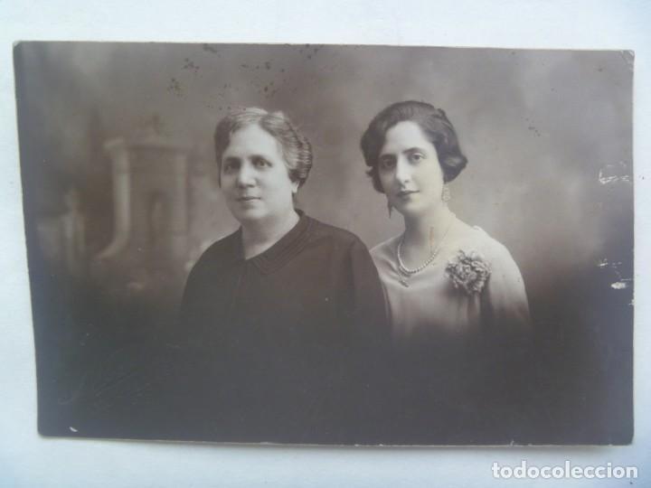 PRECIOSA FOTO DE ESTUDIO DE MADRE CON HIJA . 1929. DE NOVOA, SEVILLA (Fotografía Antigua - Tarjeta Postal)