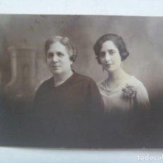 Fotografía antigua: PRECIOSA FOTO DE ESTUDIO DE MADRE CON HIJA . 1929. DE NOVOA, SEVILLA. Lote 288099373