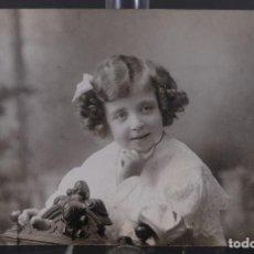 Fotografía antigua: TARJETA POSTAL BARÓ NIÑA AÑOS 30 - 9 CM X 14 CM. Lote 288215433