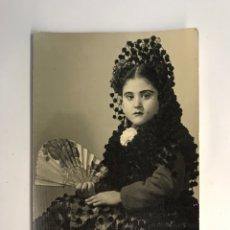 Fotografia antica: JUMILLA (MURCIA) FOTOGRAFÍA BONACASA. RETRATO DE NIÑA CON TRAJE REGIONAL… (H.1950?). Lote 288400223